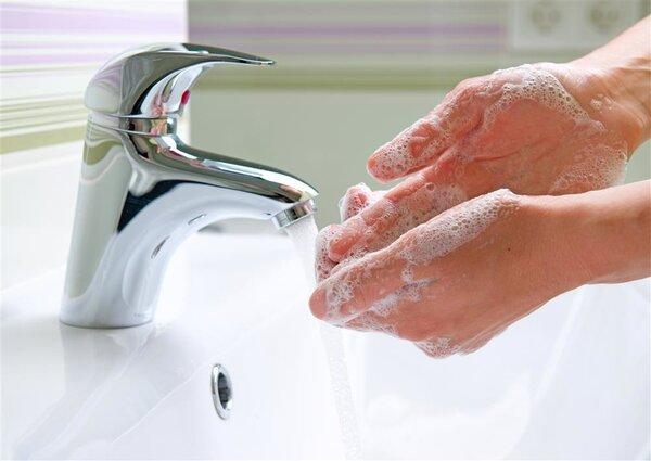 宝宝洗手别用洗洁精代替洗手液