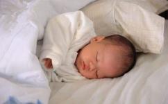 新生儿奶粉吃多少毫升正常,奶粉冲泡比例配比表