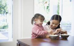 3岁宝宝不吃饭如何纠正 教你几招轻松搞定宝宝吃饭问题